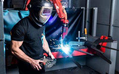 Lasersnijmachine en lasrobot volledig operationeel